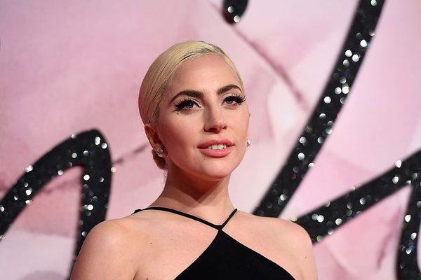 Mỗi lần người hâm mộ tưởng rằng Lady Gaga đã tìm được bến bờ hạnh phúc thì không, cô lại cô đơn lẻ bóng. Lady Gaga đã từng hủy hôn 2 lần. Lần đầu là với nam diễn viên Taylor Kinney sau một năm đính ước. Tiếp đó, nữ ca sĩ Born This Way lại đính hôn với bầu sô Christian Carino. Trong quá trình quảng bá cho A Star Is Born và các giải thưởng điện ảnh, Carino đã luôn đồng hành, hỗ trợ Gaga. Dẫu vậy, bất ngờ trước lễ trao giải Grammy 2019, cả hai chính thức hủy bỏ hôn ước.