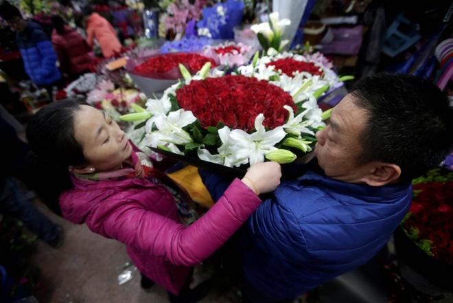 Những con số 'ấn tượng' mùa Valentine: Bao cao su bán ra tăng 25%, que thử thai 'leo' cấp số nhân 0
