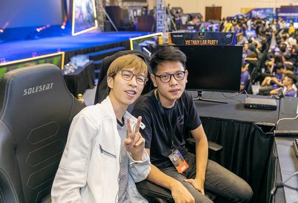Trước bài đăng này, MC Minh Nghi và Mai Nam Hải (bên phải) cũng nhiều lần được fans 'đẩy thuyền'.