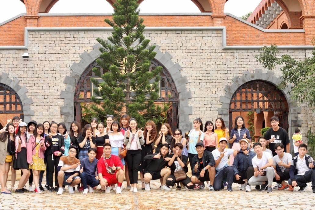 Sinh viên Quản trị dịch vụ du lịch và lữ hành UEF với những tour học tập thực tế