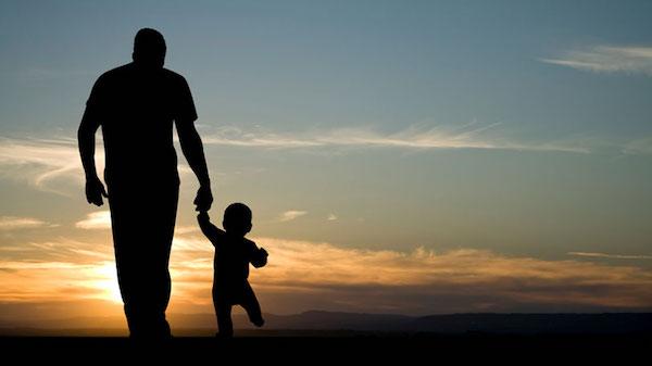 Xúc động hình ảnh con trai U50 ân cần chăm sóc cha: Hóa ra hạnh phúc là khi được báo ơn cha mẹ 3