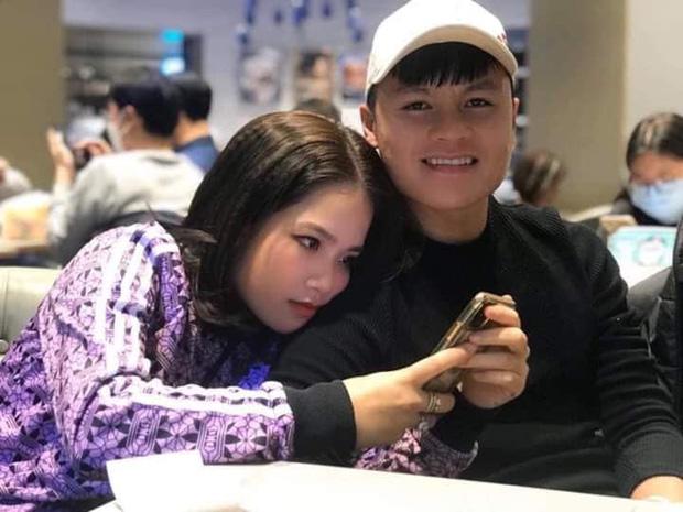 Quang Hải và Huyền My tình tứ bên nhau