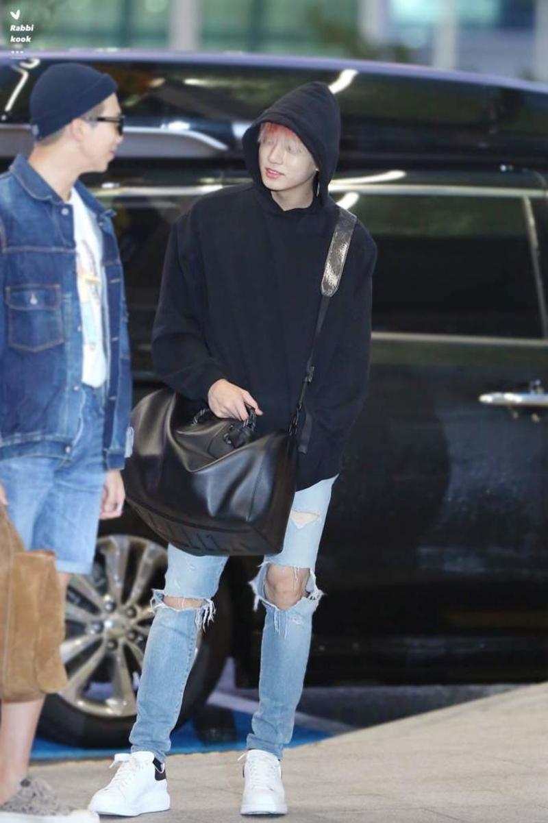 Jungkook chuẩn rich kid là đây, trông có vẻ giản dị này nhưng xem đến giá thì lại khiến fan choáng ngợp.