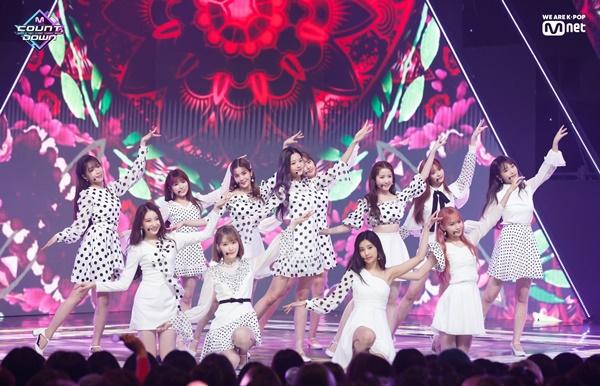 Góc thắc mắc: 'Núi đồ' của Idols Kpop sẽ như thế nào sau khi biểu diễn? 1