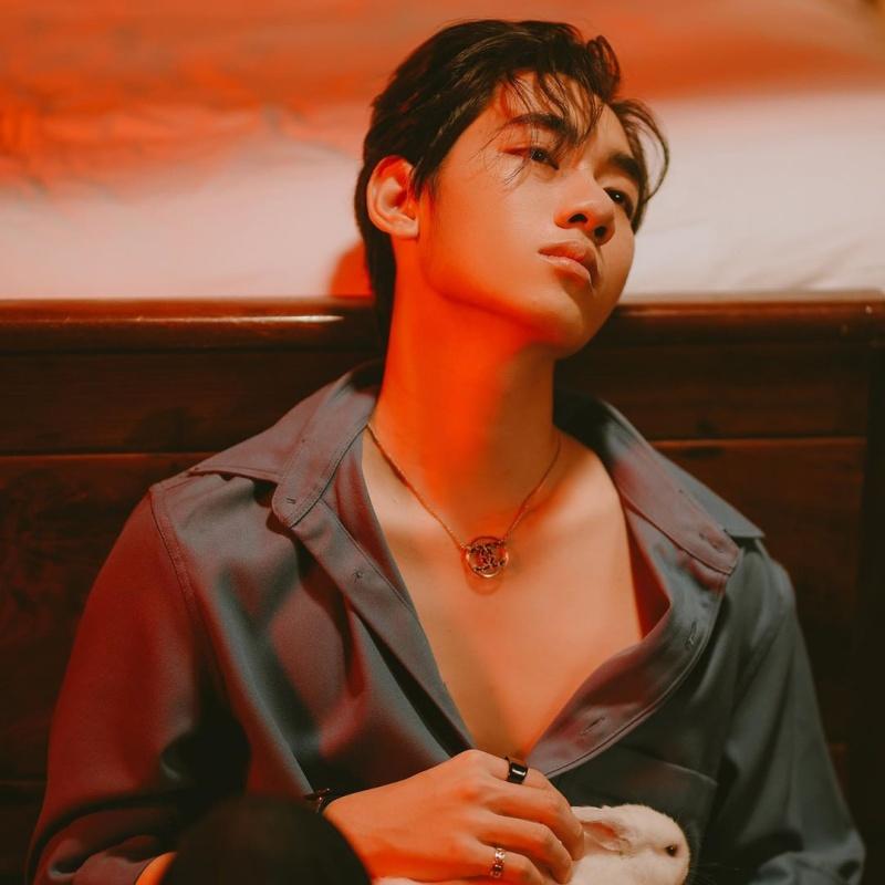 K-ICM phong trần lãng tử phanh ngực trong sản phẩm comeback, mẹ nuôi vỗ về: 'Con vui là đủ' 3