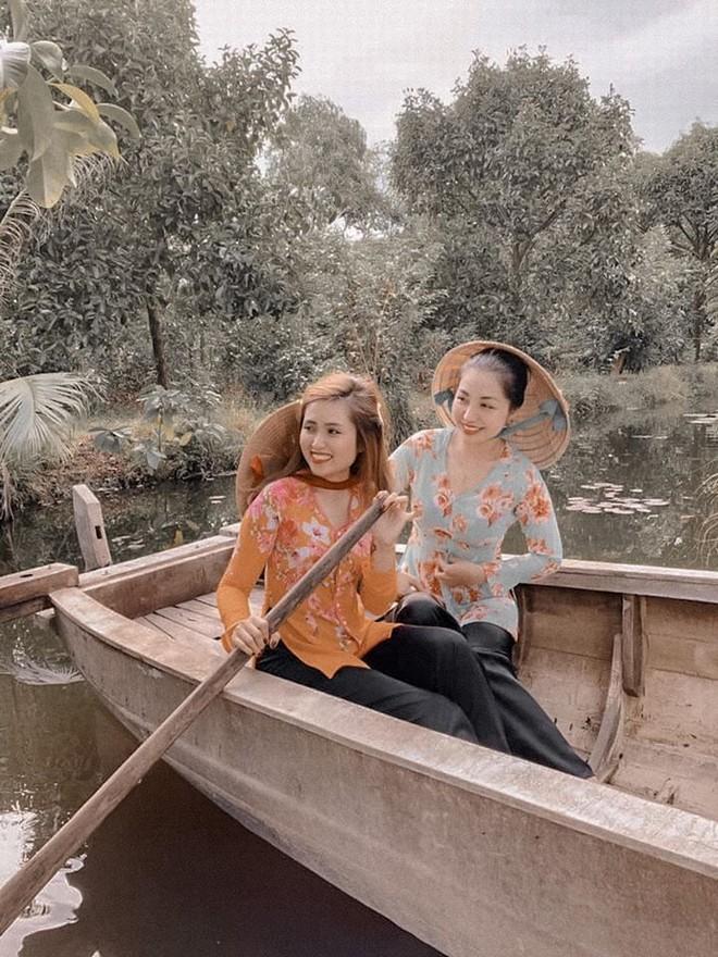 Bạn có thể mặc bộ quần áo bà ba để 'check-in' ở miền quê sông nước.