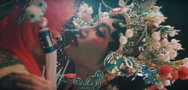 Orange ra mắt MV Chân ái: Vừa cổ trang lộng lẫy, vừa liêu trai 'lạnh gáy', lại còn drama chị em đấu đá một mất một còn 4