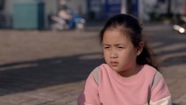 'Nắng 3' hé lộ tình tiết mới, Kiều Minh Tuấn có phải là cha của bé Ngân Chi trong phim? 3