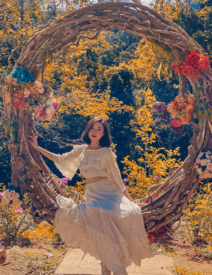 Bức ảnh hiếm hoi của Nhật Linh khi đi cùng chồng đến Đà Lạt trong tuần trăng mật
