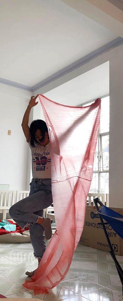 Hí hửng mua cua 'xịn' về tẩm bổ, khách hàng được 'khuyến mãi' mảnh vải siêu to khổng lồ 3