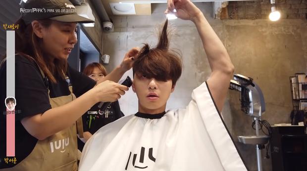 Park Seo Joon cố gượng cười khi phải cắt đi mái tóc bồng bềnh để đóng 'Tầng lớp Itaewon' 5