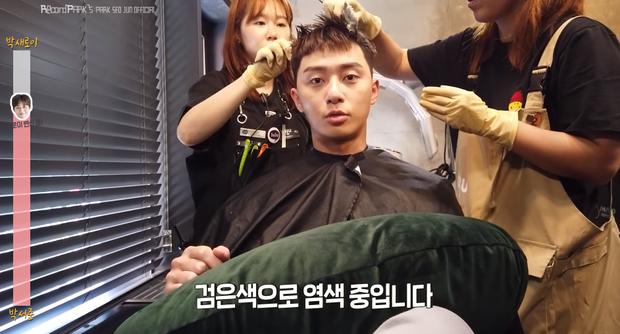 Park Seo Joon cố gượng cười khi phải cắt đi mái tóc bồng bềnh để đóng 'Tầng lớp Itaewon' 7