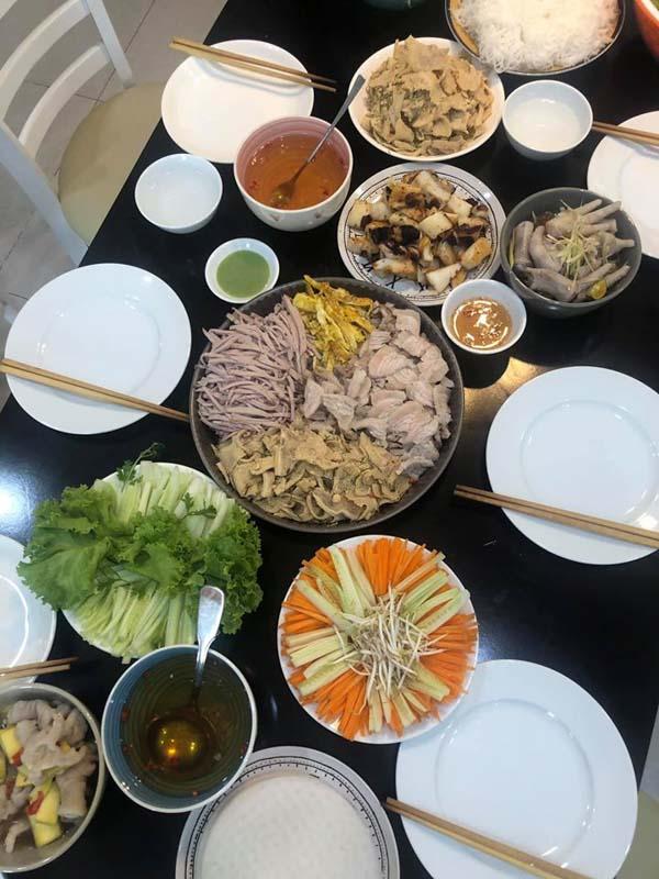 Món cuốn Việt.