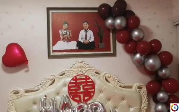Phòng tân hôn trang trí đơn giản của cặp vợ chồng son