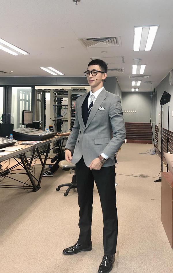 Bình An mạnh dạn cắt 'quả đầu hot trend' giống Park Seo Joon củaTầng lớp Iaewon 1