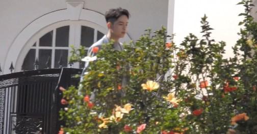 Một trong những người bạn đầu tiên của cặp đôi có mặt tại địa điểm tổ chức hôn lễlàStylist Kelbin Lei.