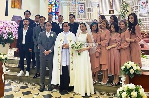 Hôn lễ tại nhà thờ vào sáng nay của cặp đôi Hoàng Touliver và Tóc Tiên