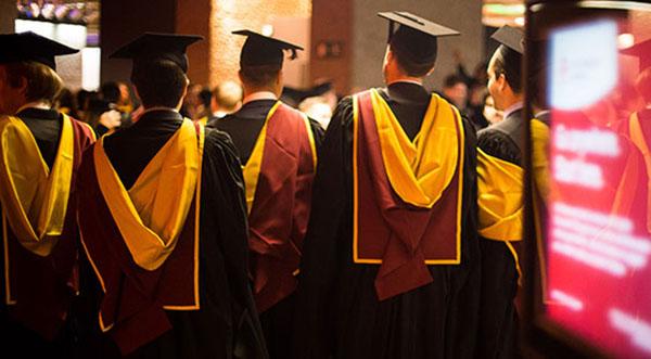 Đại học London, Anh hoãn Lễ tốt nghiệp năm naydo lo ngạivirus Corona.