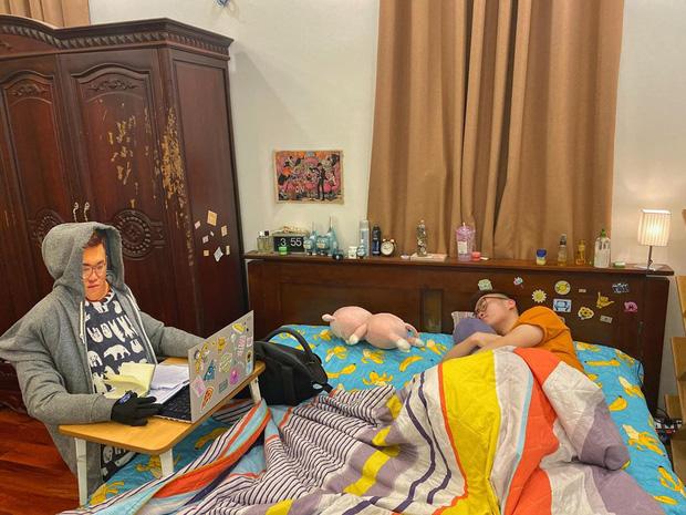 Việc học vất vả quá, tự tạo hình nộm rồi mình ngủ một giấc cái nhỉ