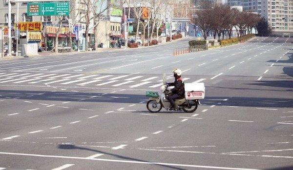 Cảnh tượng quen thuộc của đường phố Daegu ở thời điểm hiện tại. Bức ảnh này được chụp vào ngày 20/2. Ảnh: Yonhap