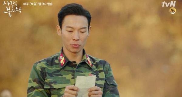 Yang Kyu Won trong vai chàng lính hài hước Pyo Chi Su, thường được các fan gọi 'thân thương' là 'lão đại Bắc Hàn' đã được biết đến nhiều hơn sau 11 năm miệt mài đóng vai phụ nhưng không được chú ý.