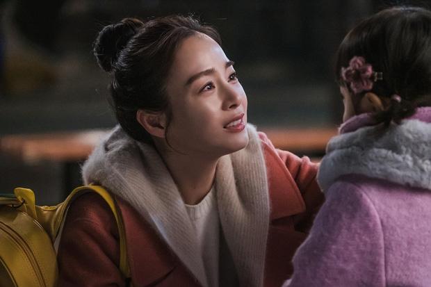 Vì là cô hồn lang thang nên Cha Yoo Ri đã diện bộ đồ này xuyên suốt mấy tập.
