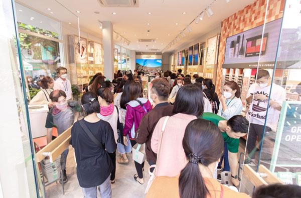 Ngoài sức tưởng tượng: innisfree Đà Nẵng đón hàng trăm tín đồ đến check-in suốt 2 ngày đầu ra mắt 2