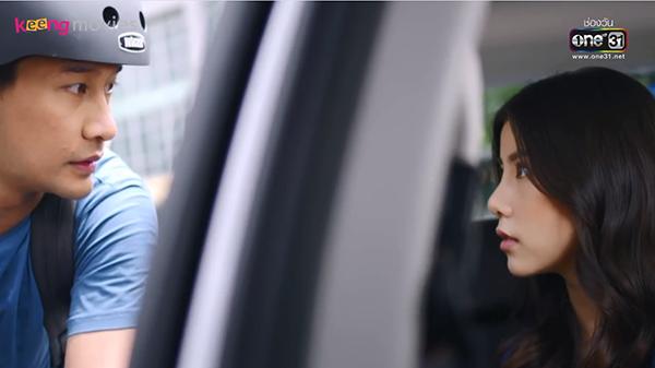 Hai người chạm mặt nhau khi chiếc xe chở Jane bất ngờ bẻ lái, va chạm với xe của Win