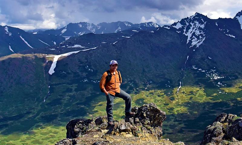 Đăng Khoa leo núileo núi Flattop tại Alaska, Mỹ.