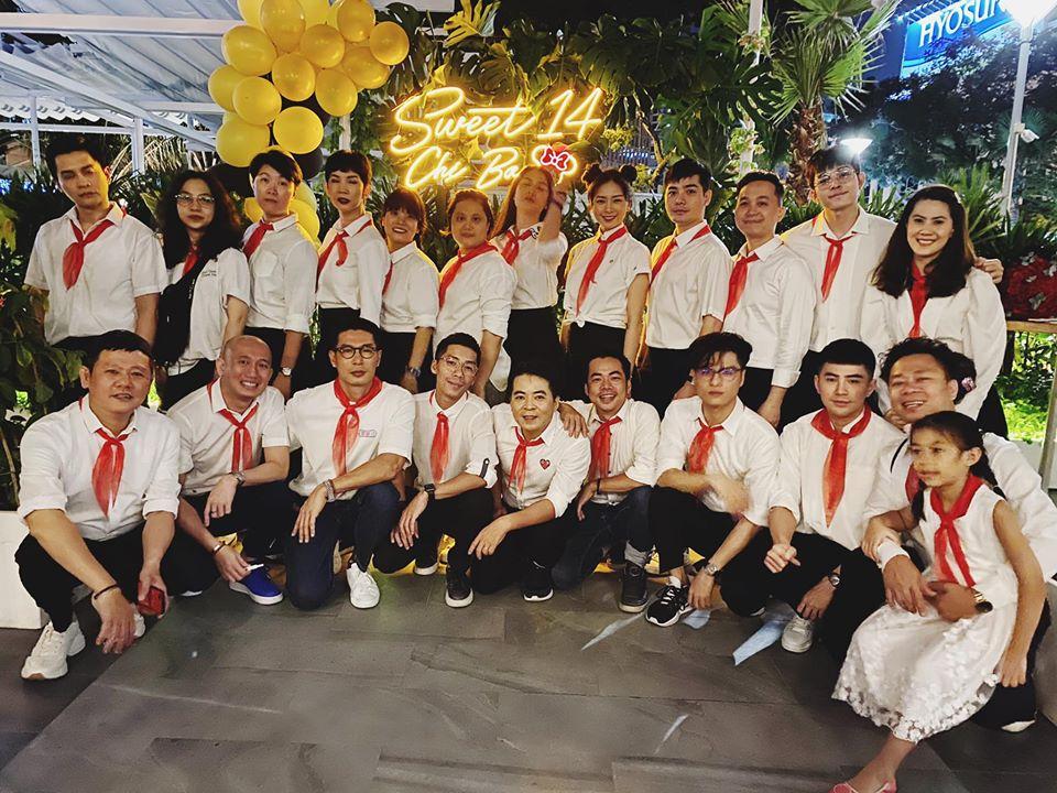 41 tuổi vẫn chưa chịu 'già', Ngô Thanh Vân tổ chức sinh nhật 'xì tai' sơ mi trắng - khăn đỏ mới chịu 0