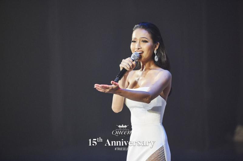 Lọt top 13 trong phần thi tài năng, Hoài Sa gây chú ý với nhan sắc đỉnh cao trong chiếc váy xẻ tà gợi cảm tại Miss International Queen 2020 0