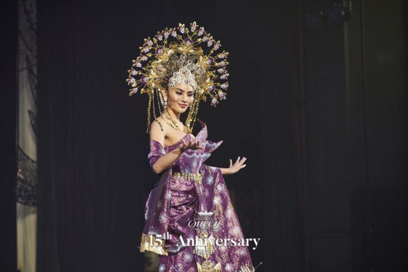 Đại diện Malaysia mang đến một bài múa truyền thống.