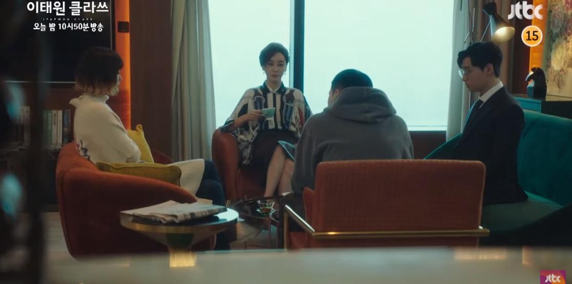 Jo Yi Seo gặp mặt giám đốc điều hành và đề nghị tạm ngừng kế hoạch