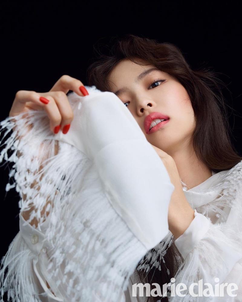 Đúng là số bìa báo Jennie từng lên hơn gấp đôi số album của Black Pink cộng lại.