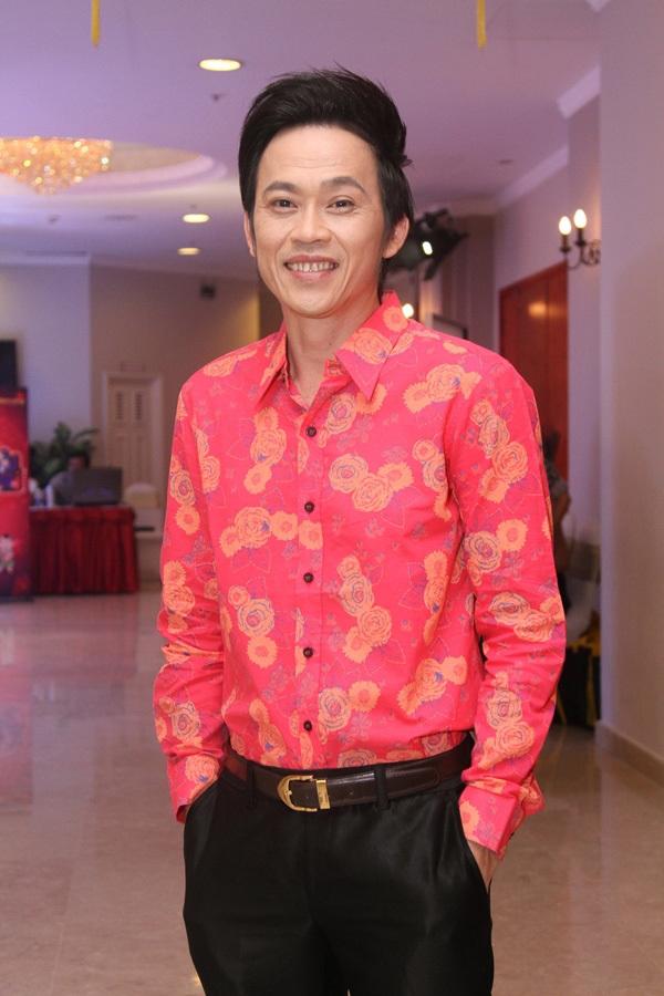 Nghệ sĩ Hoài Linhkhẳng định, toàn bộ câu hỏi và câu trả lời để tên Hoài Linh đều khôngcó thật.