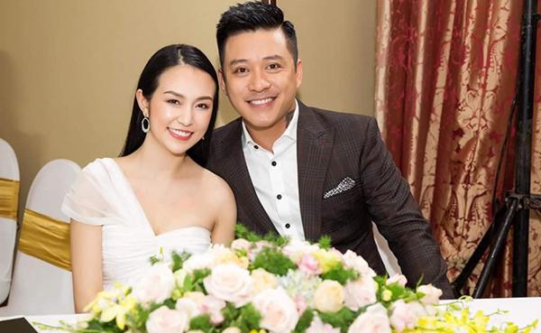 Trước đó,còn cómột trang web tự ý lấy ảnh vợ chồng anh, ghép vào một bài phỏng vấn bịa đặt về bà xã Thu Hương để giới thiệu sản phẩm thuốc xịt chống ngủ ngáy.