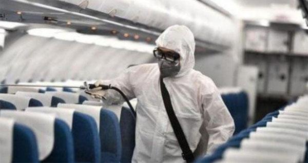 Máy bay được phun khử trùng. Ảnh internet
