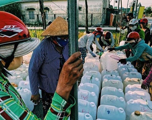 Tình trạng thiếu nước ngọt sinh hoạt.