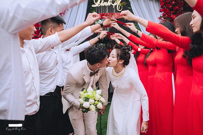 Hai vợ chồng nhận tin vui ngay trước thềm lễ ăn hỏi