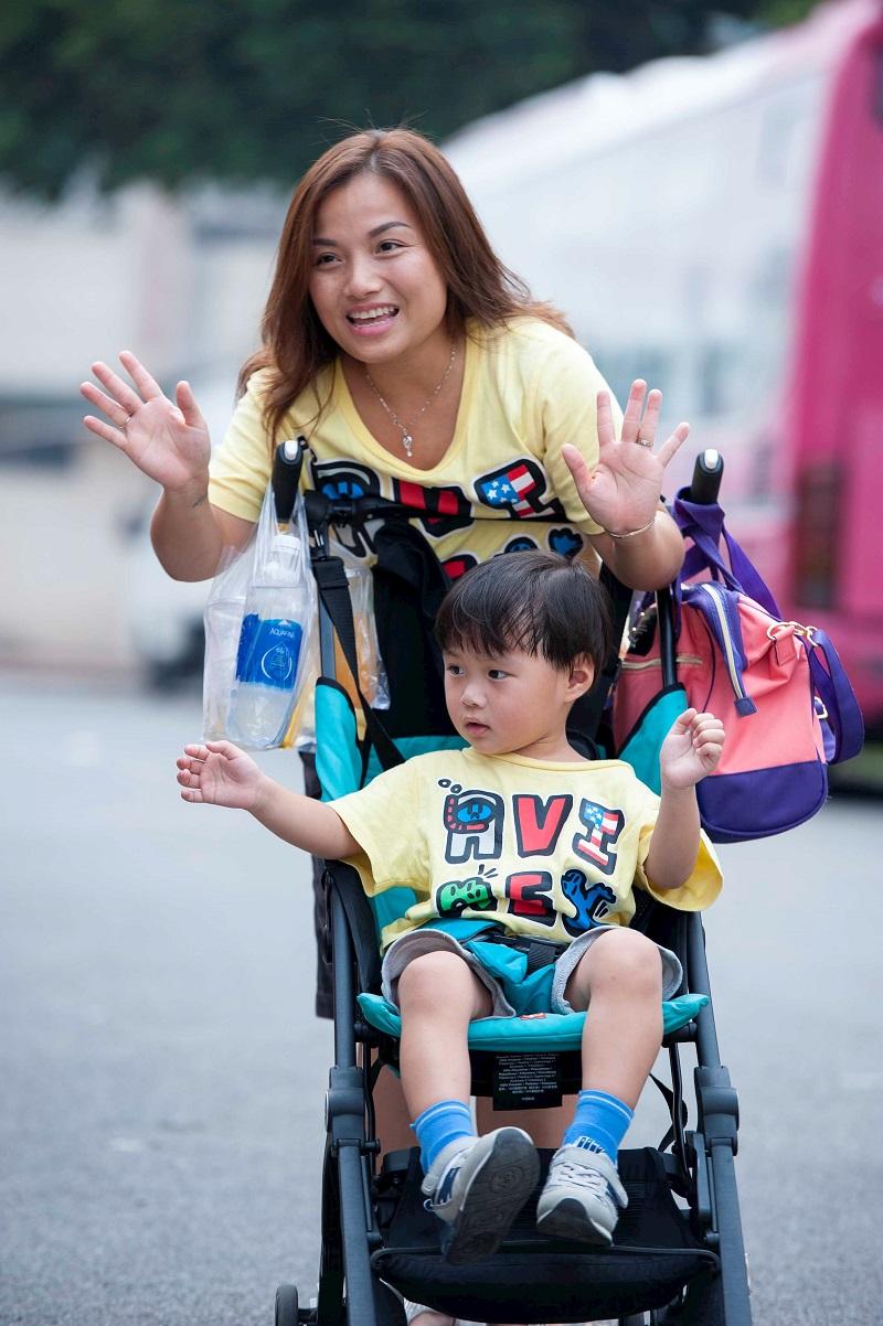Quỳnh Trần JP và bé Sa.