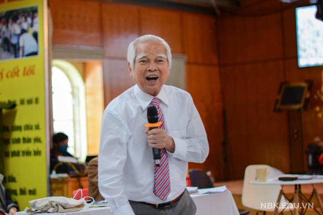 Thầy Nguyễn Văn Hòa - hiệu trưởng trường THCS & THPT Nguyễn Bỉnh Khiêm.