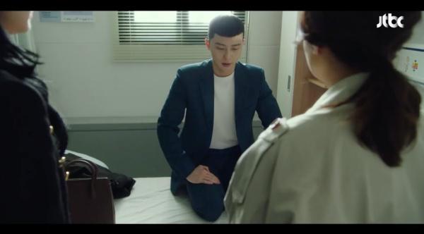 Ơ kìa ai như anh Park 'Tầng lớp Itaewon': Để Yi Seo đợi 4 năm thì được nhưng mẹ nàng vừa đến là hớn hở gọi 'mama' ngay 0