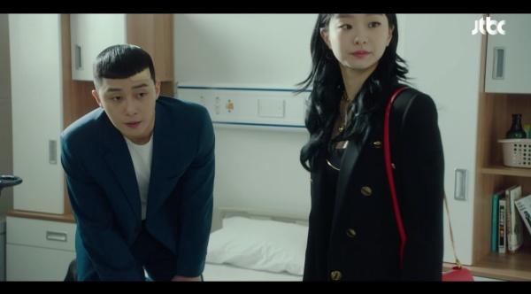 Ơ kìa ai như anh Park 'Tầng lớp Itaewon': Để Yi Seo đợi 4 năm thì được nhưng mẹ nàng vừa đến là hớn hở gọi 'mama' ngay 2