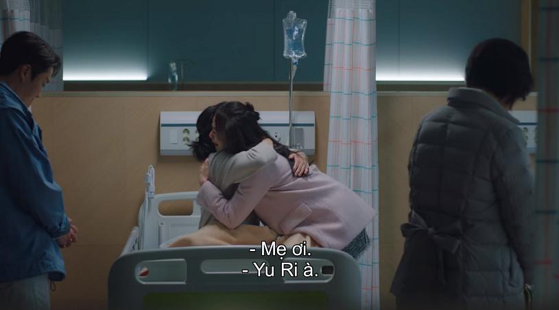 Hai mẹ con hội ngộ trong nước mắt