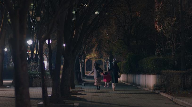 'Hi bye, mama' tập 9: Kim Tae Hee nắm tay con gái và 'vợ hai' của chồng thành một nhà 3 người hạnh phúc! 11