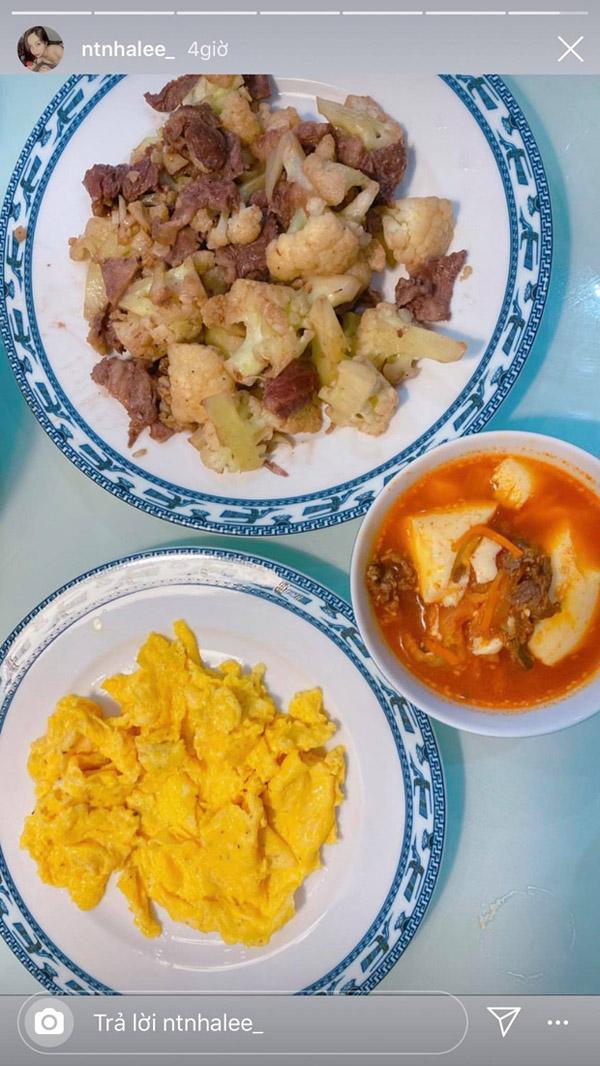 Bữa tối với những món ăn đơn giản mà Nhật Lê mới đăng tải.