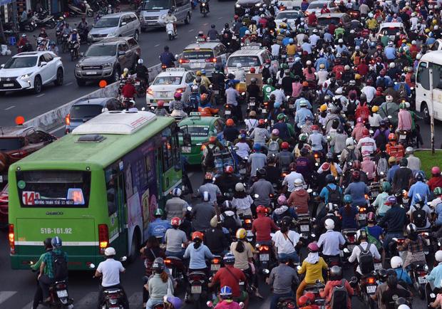 Xe buýt là một trong những phương tiện công cộng được người dân thành phố sử dụng nhiều, đây được xem là mối đe dọa lây lan dịch bệnh Covid-19.