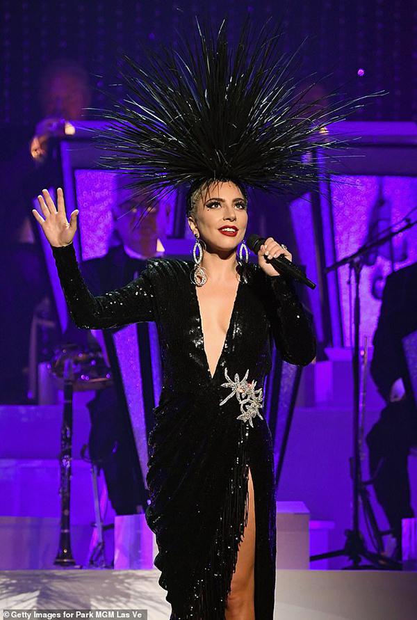 Lady Gaga thông báo hoãn ra mắt album vô thời hạn, tiết lộ bí mật về màn trình diễn tại Coachella 0