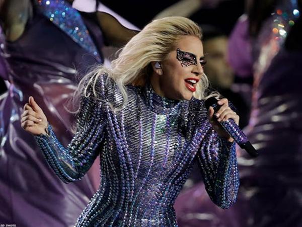 Lady Gaga thông báo hoãn ra mắt album vô thời hạn, tiết lộ bí mật về màn trình diễn tại Coachella 3