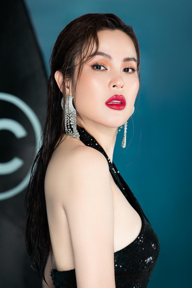 Hoa hậu ba con Phương Lê diện swimsuit sexy khoe vóc dáng đáng ganh tị 0